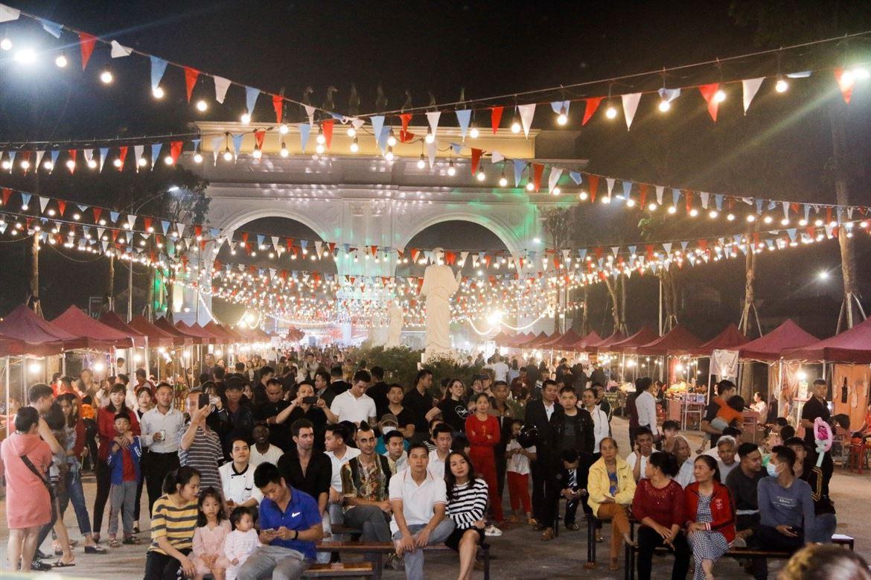 Hàng trăm mặt hàng đa dạng hội tụ tại Lễ hội Danko Square