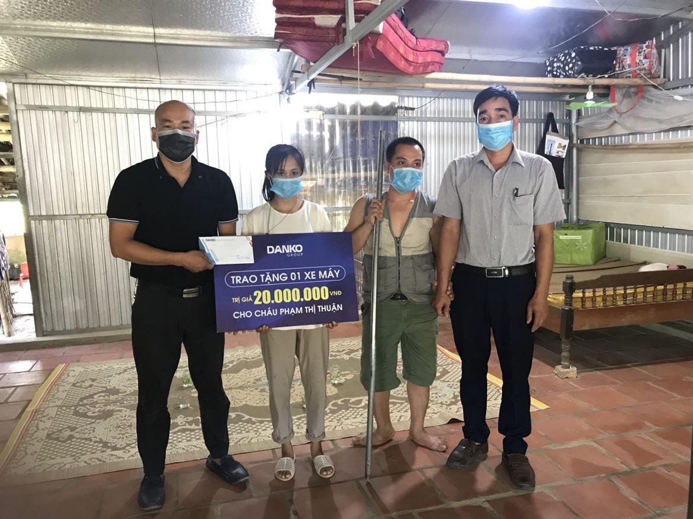 Danko Group trao tặng 1 xe máy trị giá 20 triệu đồng cho cháu Phạm Thị Thuận