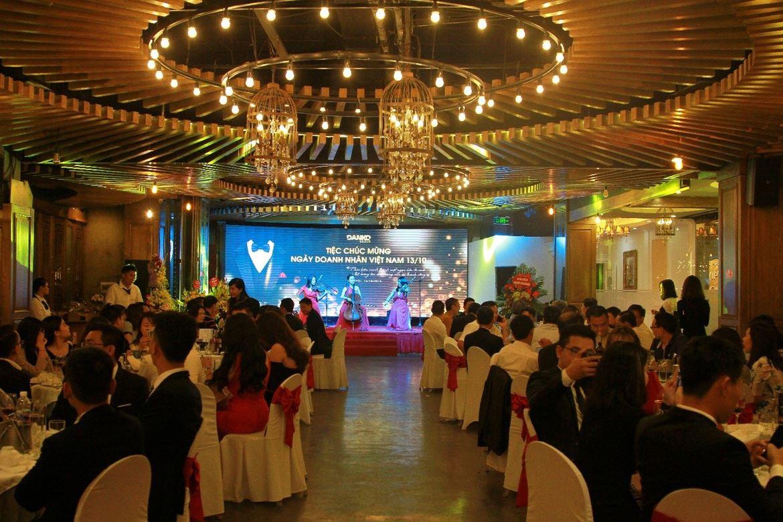 Ấm áp, vui vẻ và ý nghĩa buổi tiệc chúc mừng ngày doanh nhân Việt Nam - Danko Group