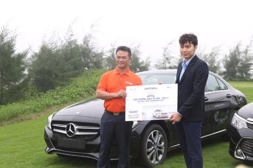 Golf thủ Hole in one nhận xe hơi Mecerdes từ Danko Group