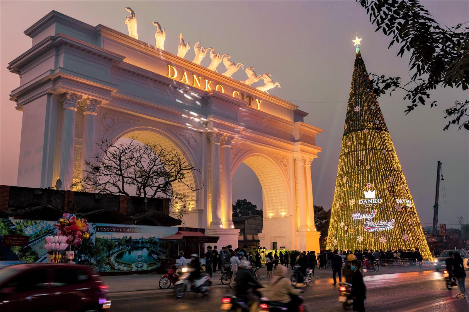 Lễ hội thắp sáng cây thông Noel tại Danko City