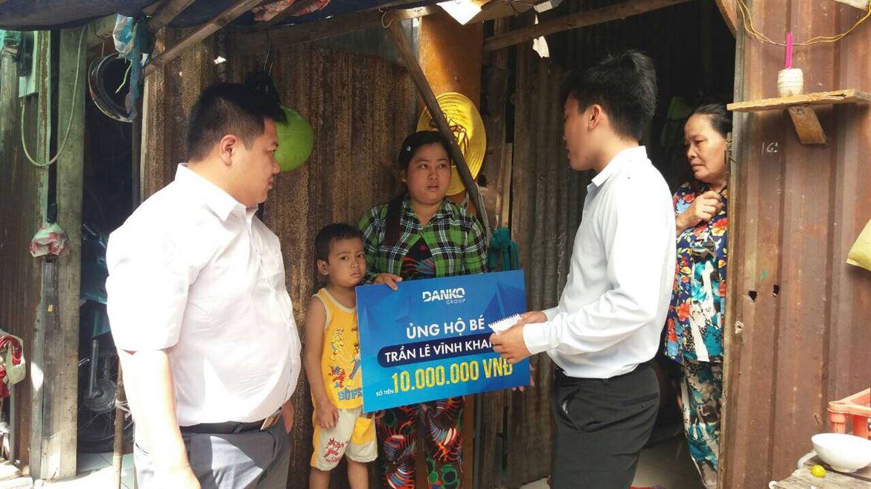 [Câu chuyện nhân ái] Danko Group ủng hộ em bé Trần Lê Vĩnh Khang bị ung thư tại Sài Gòn